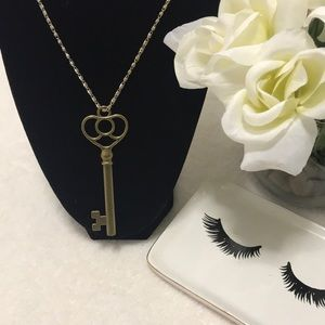 Jewelry - Gold Toned Key Necklace